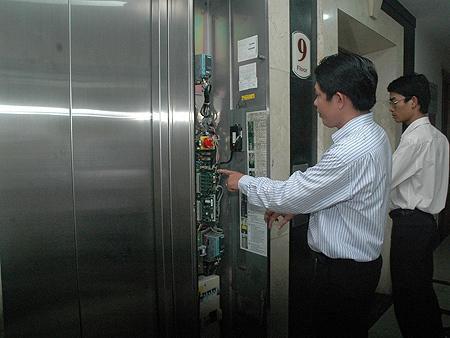 kiểm soát thang máy có phân tầng