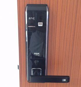 Khoa-van-tay-EPIC-8000L-02