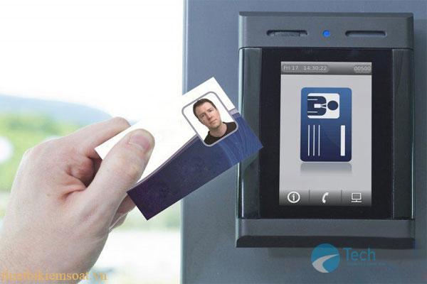 máy chấm công quẹt thẻ